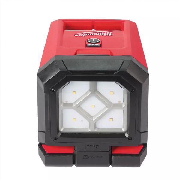 M18™ pivoting area light